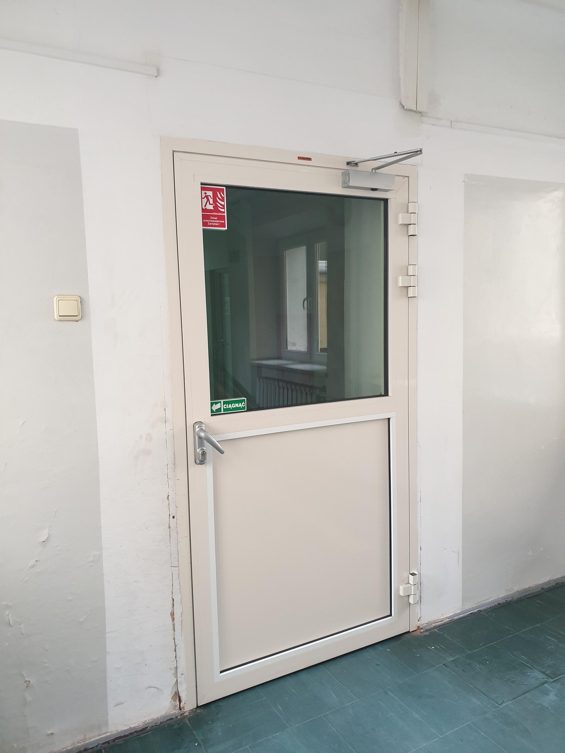 Wejście do korytarza pracowni USG i TK